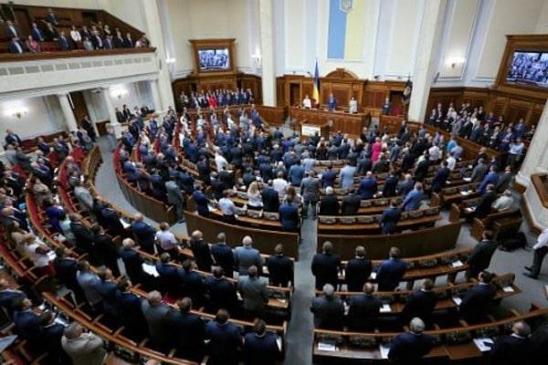 Парламент сократил 400 судей