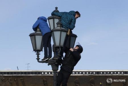 Одним иззадержанных наМанежной оказался сын бывшего депутата Государственной думы