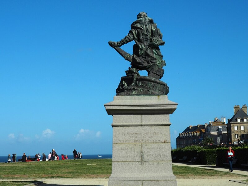 Сен-Мало – памятник Жаку Картье (Saint-Malo - a monument to Jacques Cartier)