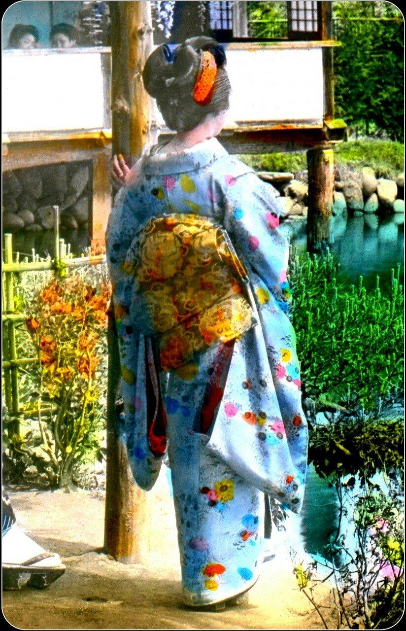 Женщина в кимоно