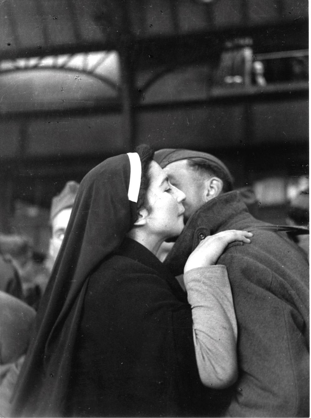 1945. Возвращение военнопленных. Париж