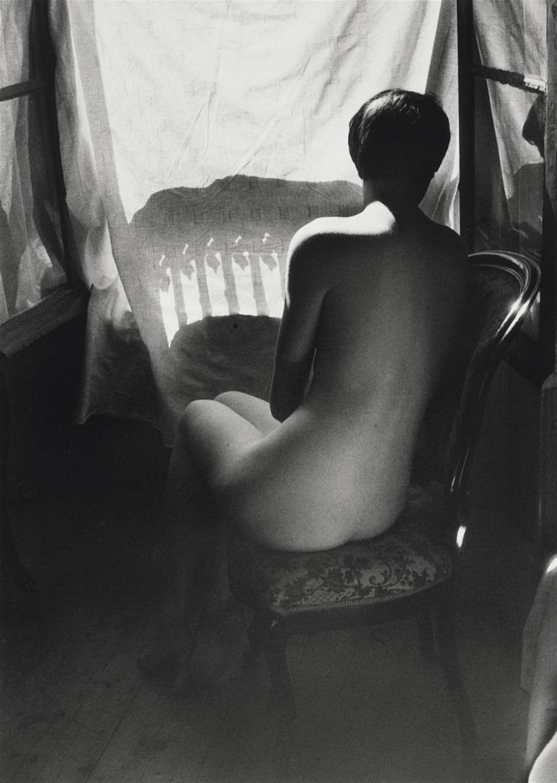 1955. Дина со спины