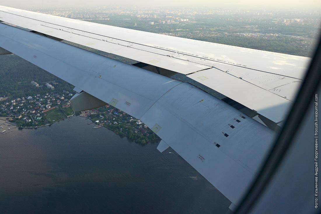 Sukhoi Superjet 100 вид из иллюминатора при посадке в Шереметьево