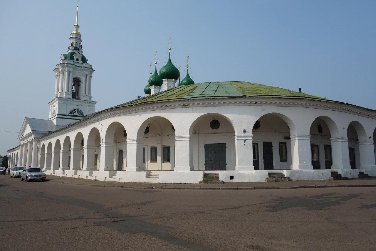 Красные ряды (Гостиный двор) и храм Спаса