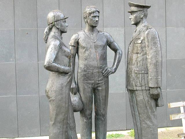Stasi-statue.jpg