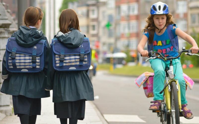 Пухлым школьницам не разрешают надевать короткие юбки