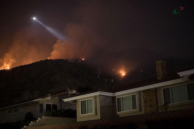 Пожары Калифорнии уничтожили восемьдесят домов
