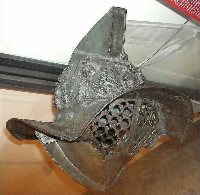 Бронзовый гладиаторский шлем I в.jpeg