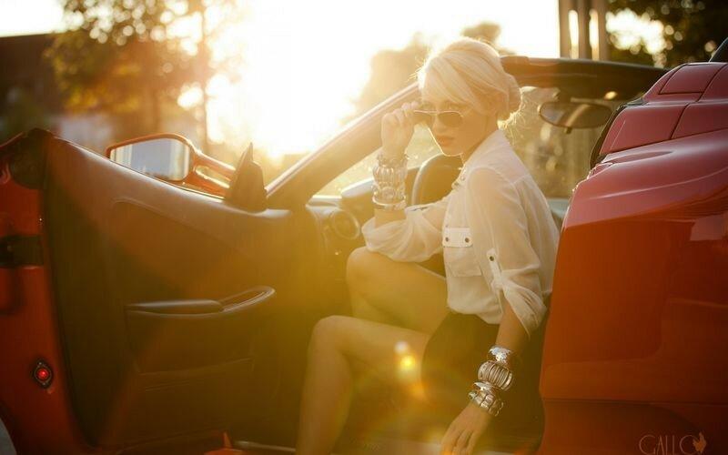 Прекрасное сочетание! Девушки и автомобили (10 фото)
