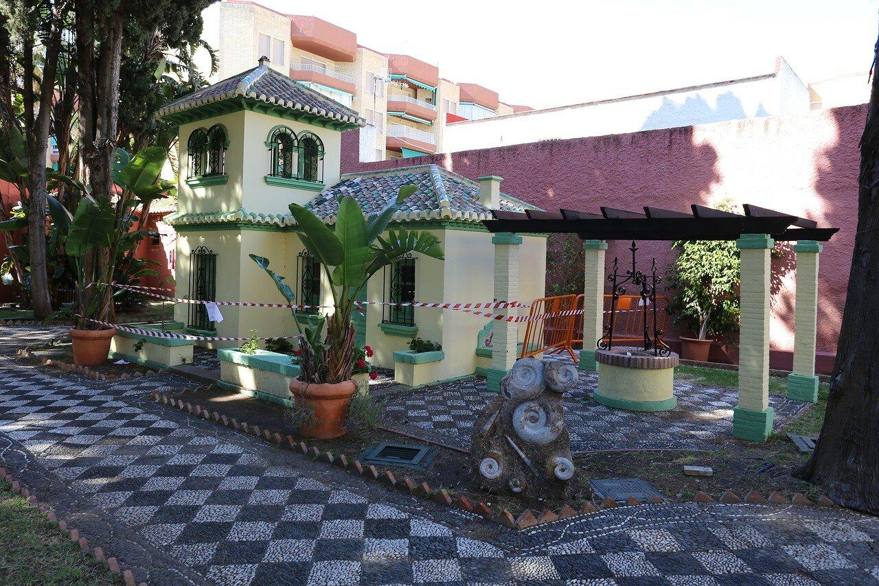 Альмуньекар. Дворец Нахарра (Palacete de la Najarra). Сад