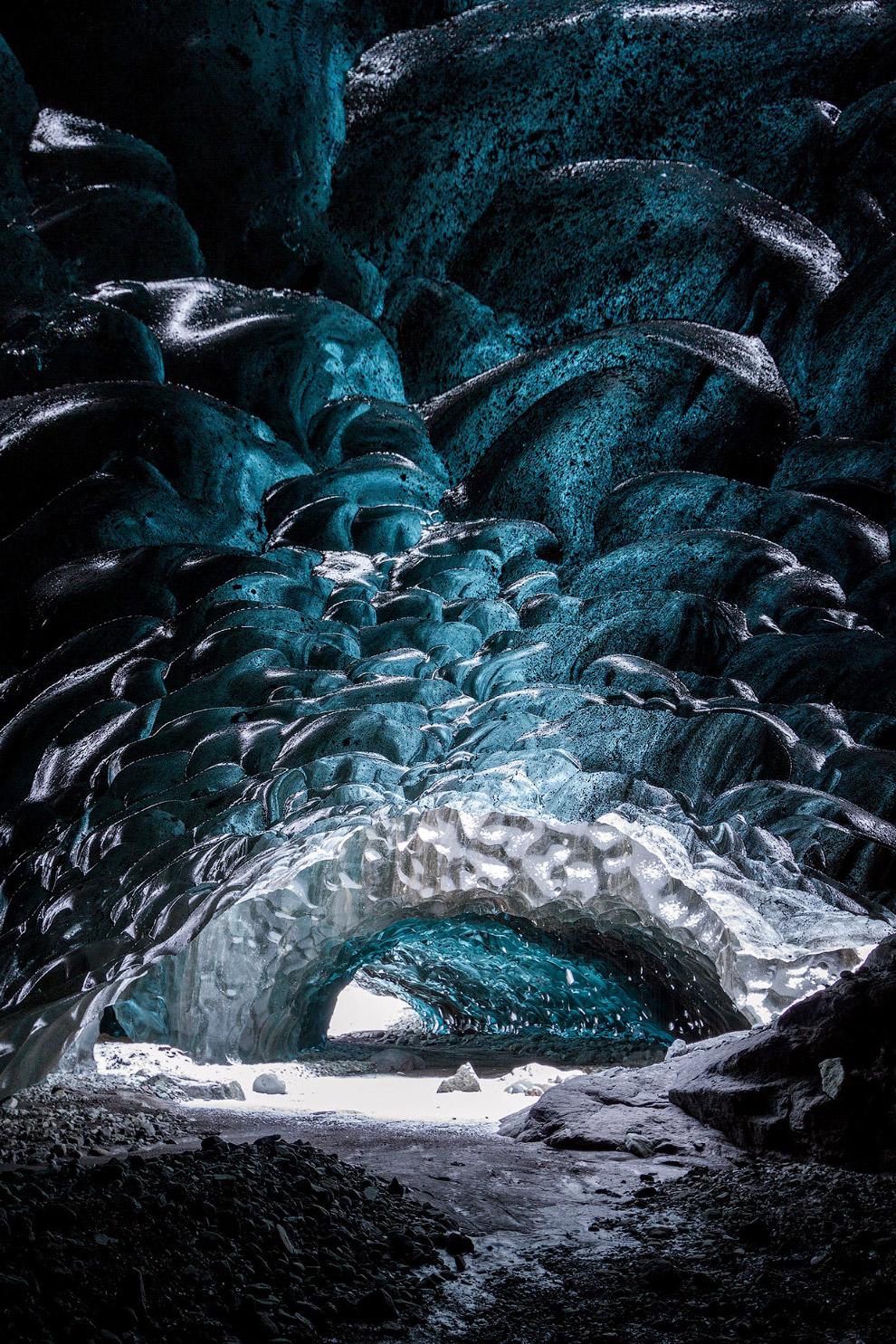 3. Талые ледниковые воды поглощаются телом ледника по крупным трещинам или на пересечении трещи