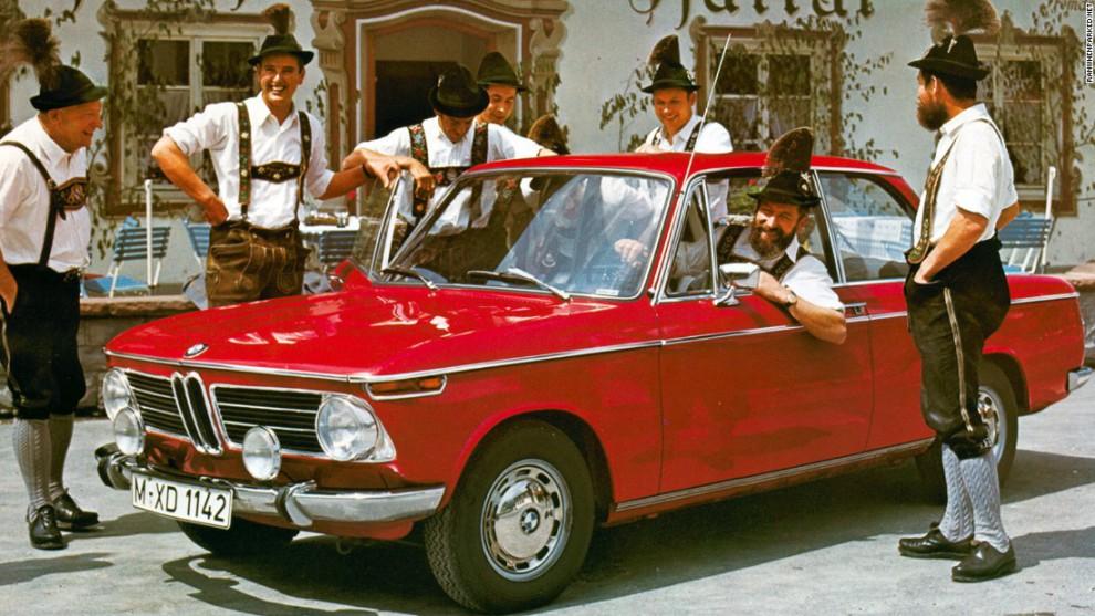 BMW 2002, выпускавшаяся с 1966 по 1977, стала одной из самых любимых и доступных моделей современной