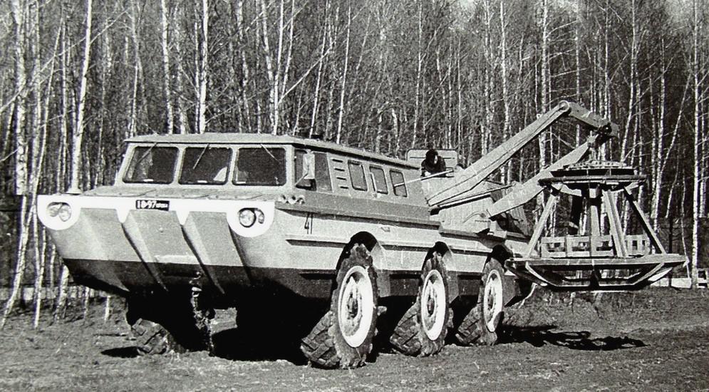 ЗИЛ-4906/49061 «Синяя птица» (1975 – 1991 гг.) В середине 1970-х СКБ ЗИЛ приступило к созданию компл