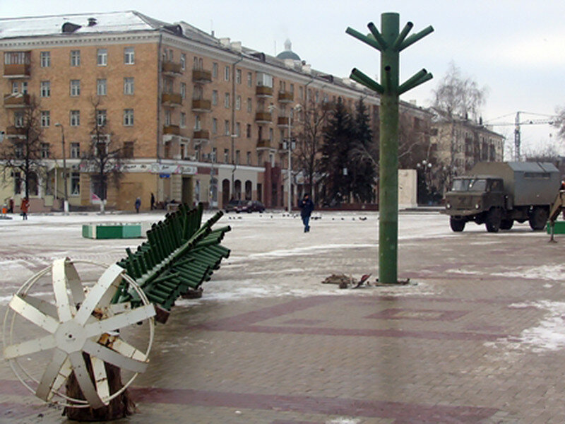 Сборка елки 2005 Соборная площадь