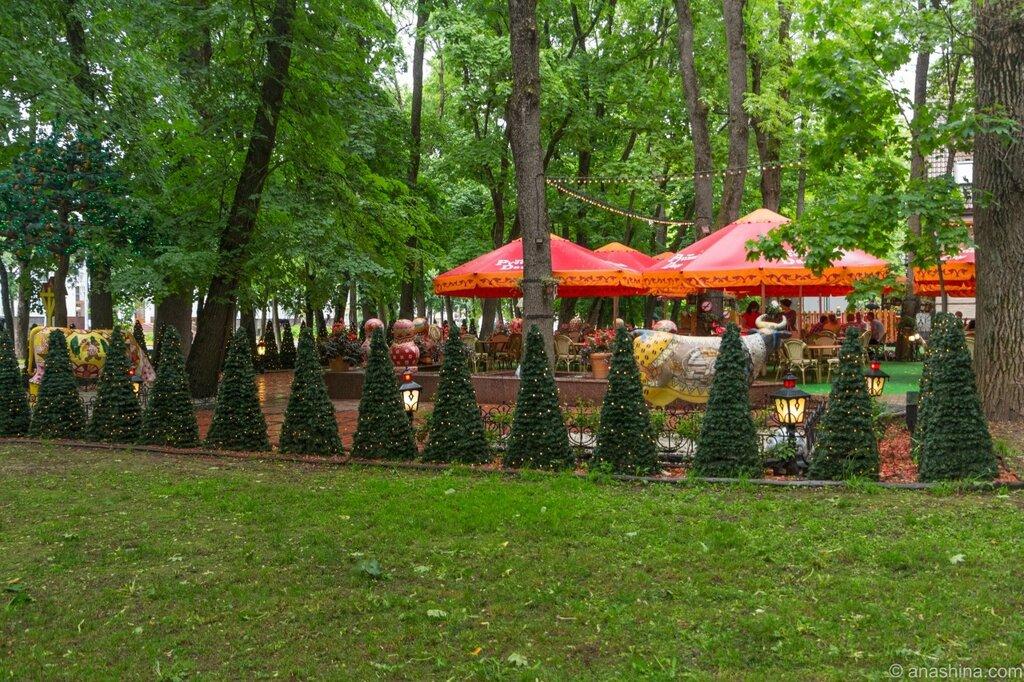 """Открытая веранда кафе """"Русский двор"""", сад Блонье, Смоленск"""