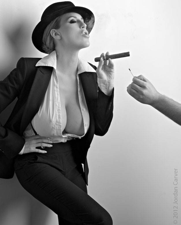 девушка с сигарой / hot girl and cigarro