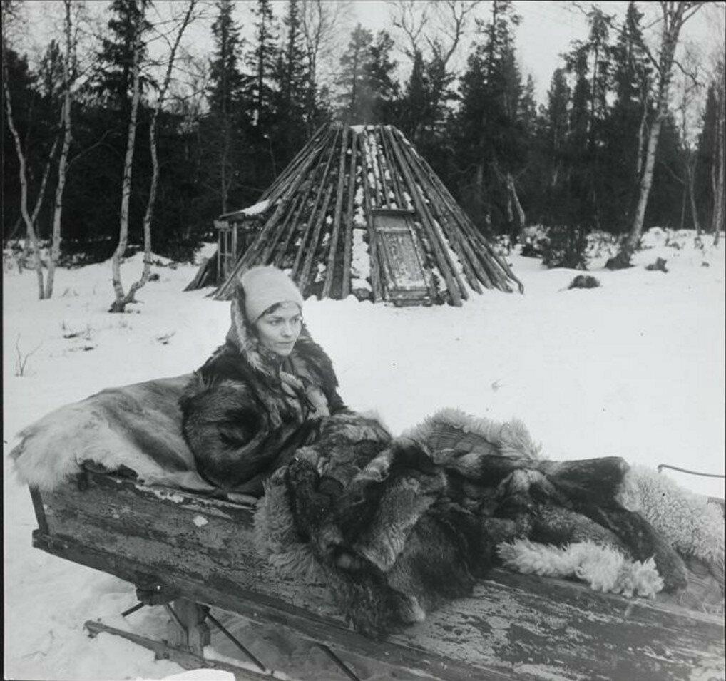 1955. Жильберта Брассай на санях в Швеции во время рождественских праздников