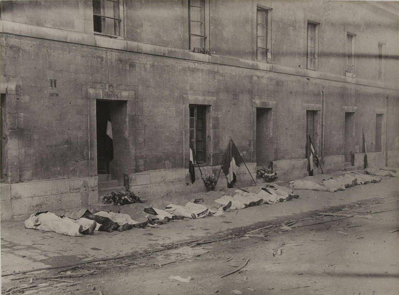 28-29 августа. Трупы перед казармой возле Венсенского замка