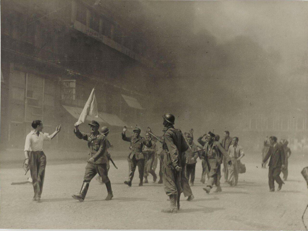 25 августа. Немецкие парламентеры на площади Оперы