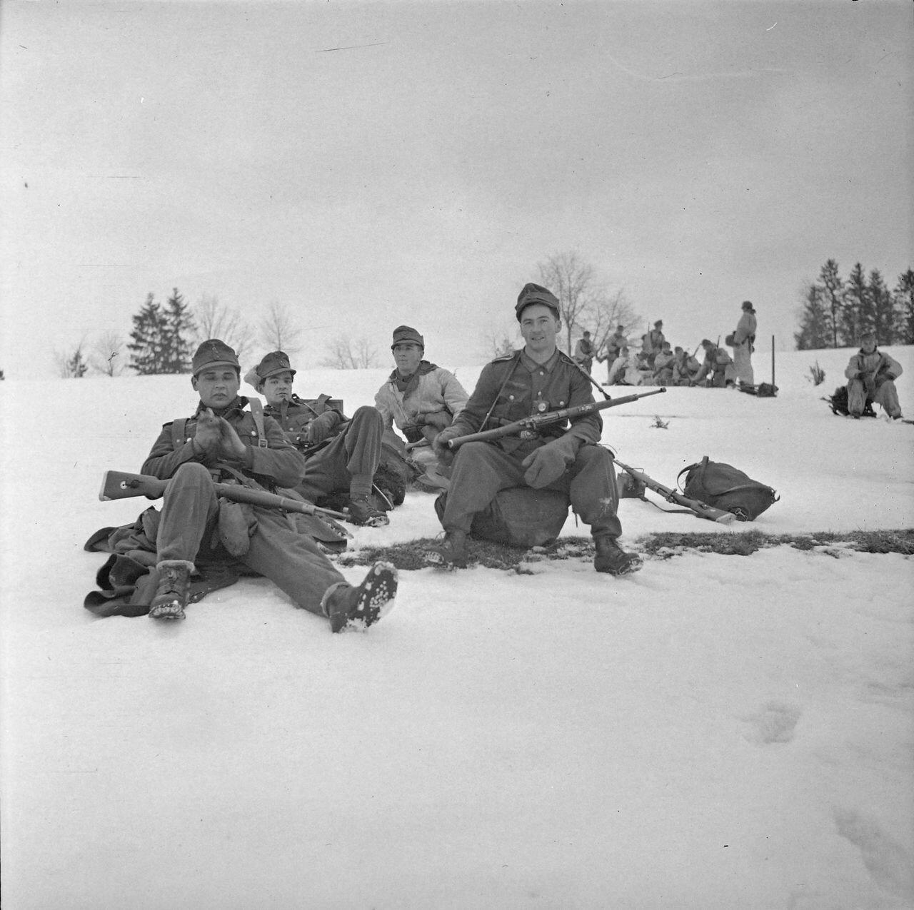 Солдаты на снегу