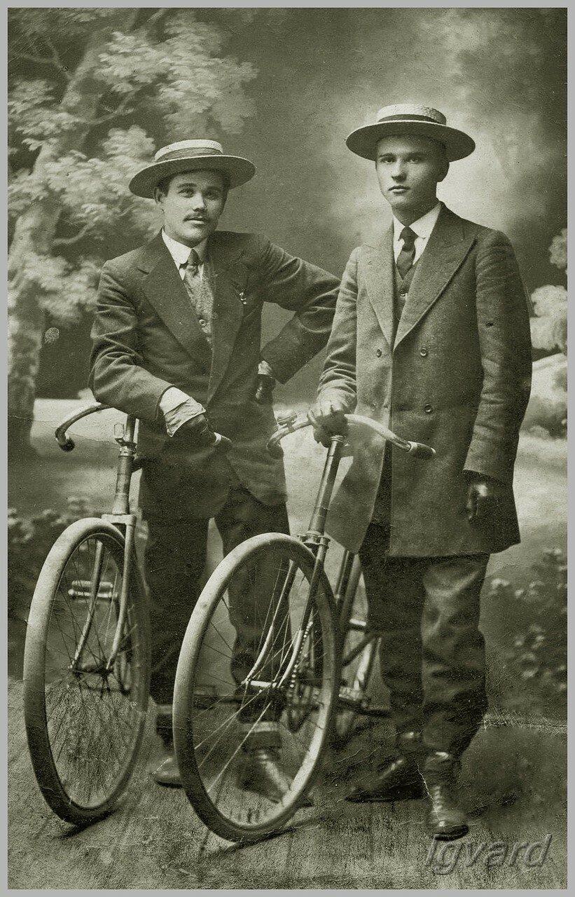 Николай Роменский (справа). 1912