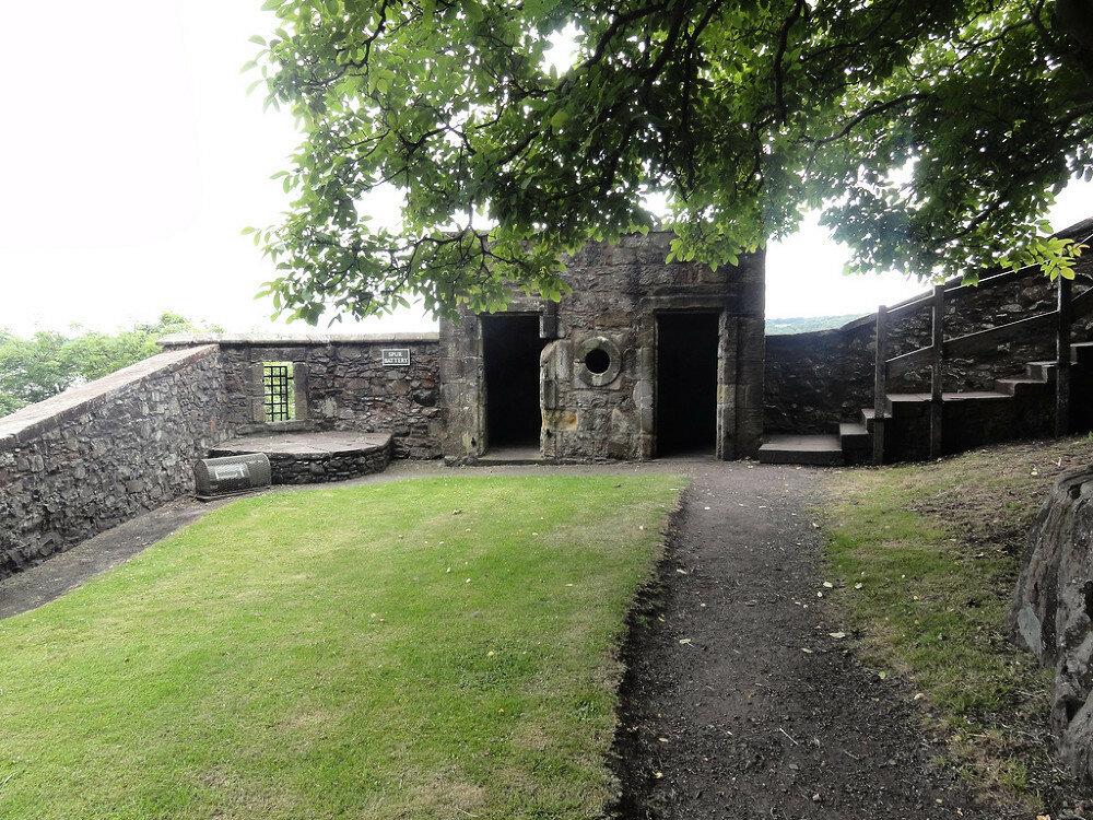 fs1000x800px-Dumbarton_Castle_3.jpg
