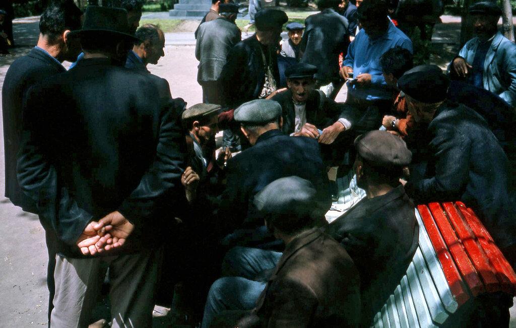 1964 Ереван, на скамейке.jpg