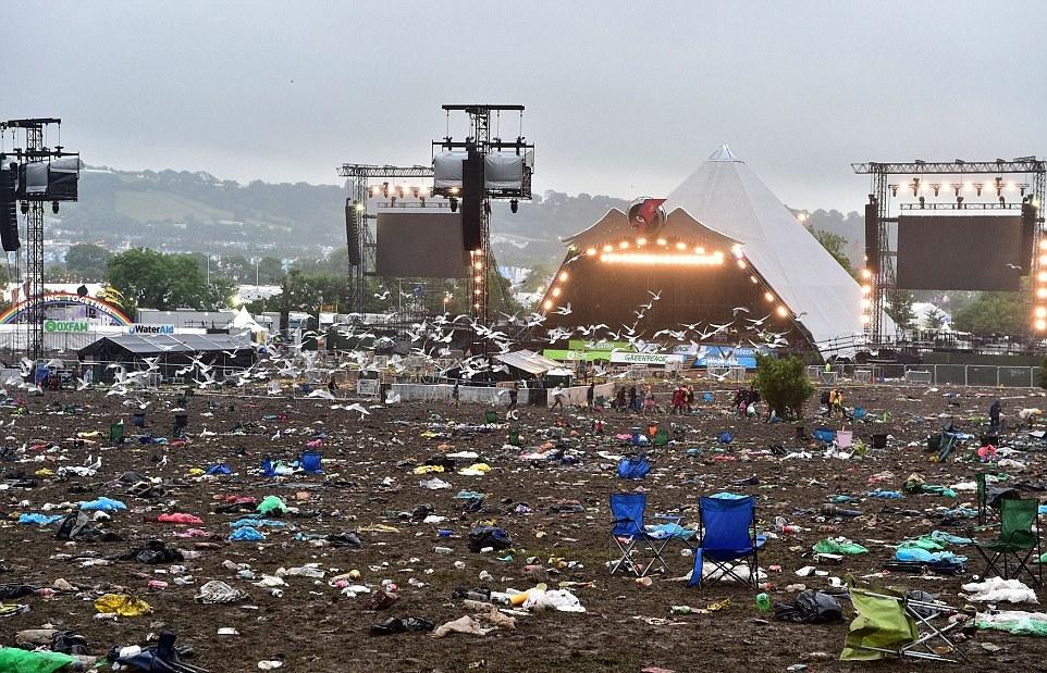 Музыкальный фестиваль закончился, но остались горы мусора
