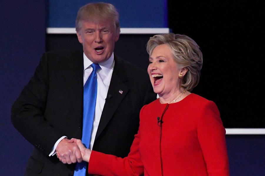 Трамп и Клинтон на первых дебатах.png
