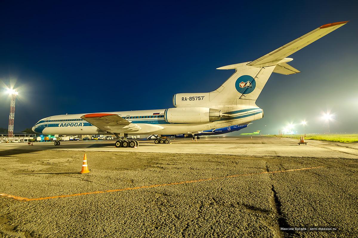 Ту-154М (RA-85757) авиакомпании «Алроса» в Новосибирске. (с) Фото Максима Бугаева