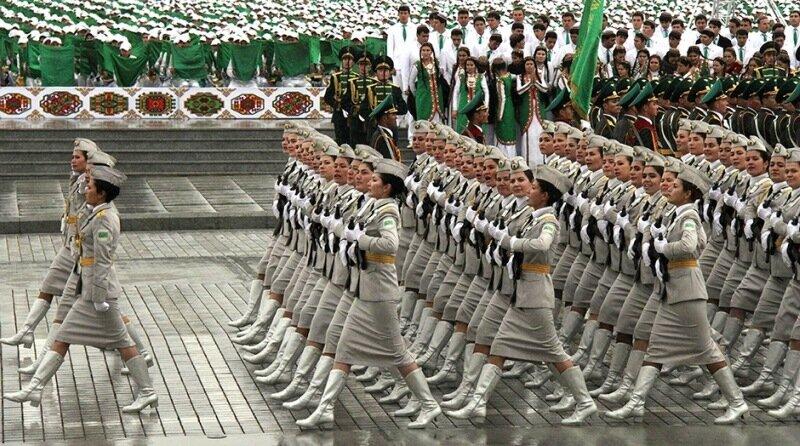 Как выглядит женская военная форма разных стран