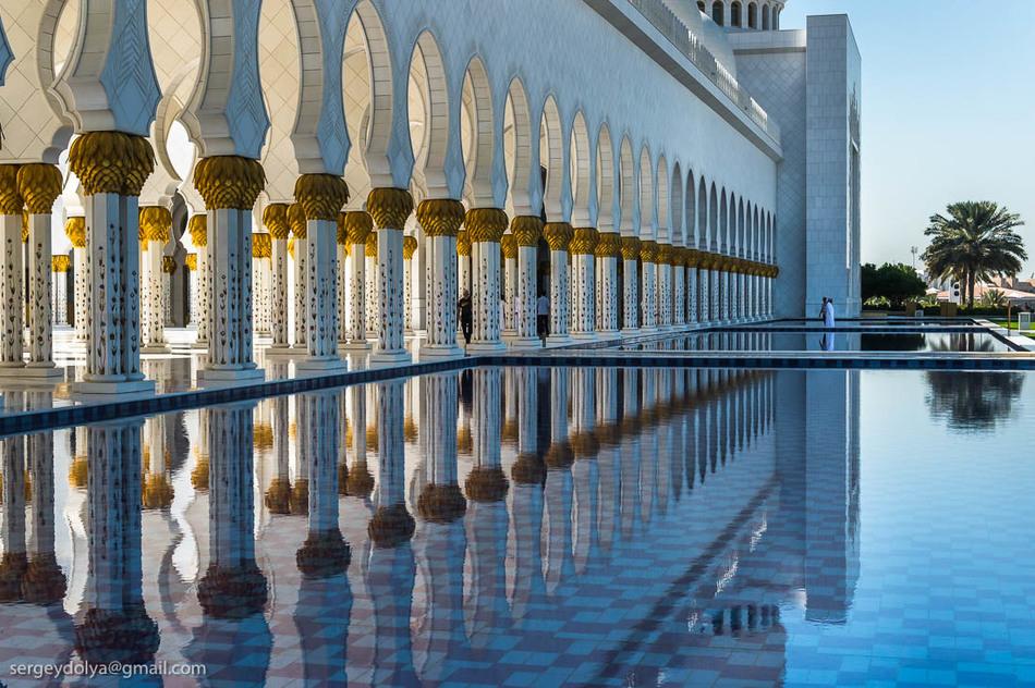 Мечеть шейха Зайда открыта для немусульман-туристов (разумеется, при соблюдении определенных правил)