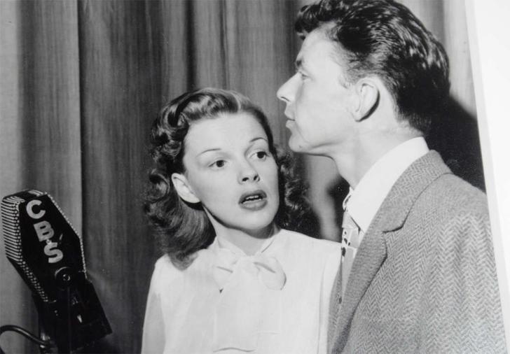 Мэрилин Монро Фрэнк Синатра любил и поддерживал Мэрилин Монро, пытался помочь ей вылечиться от нарко