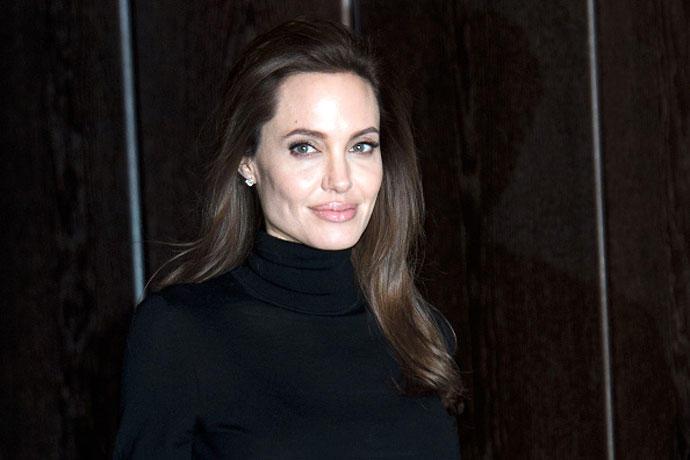 2. Анджелина Джоли В 2005 году разрушилась любимая пара Голливуда – Дженнифер Энистон и Брэд Питт. Р