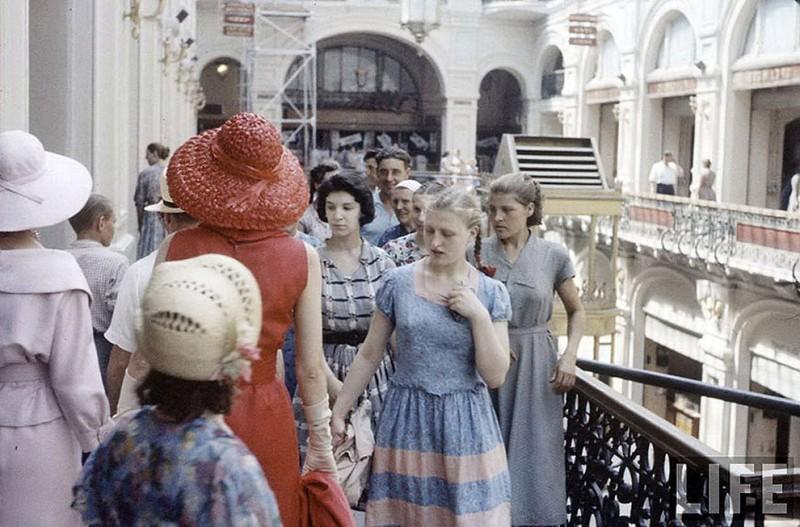 Тот эстетический шок, который испытали граждане Советского Союза, глядя на парижских красоток в «зам