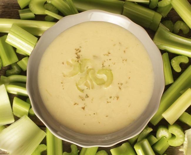 © Depositphotos  Сельдерей— прекрасный ингредиент для супа, нотолько домомента, когда тарел