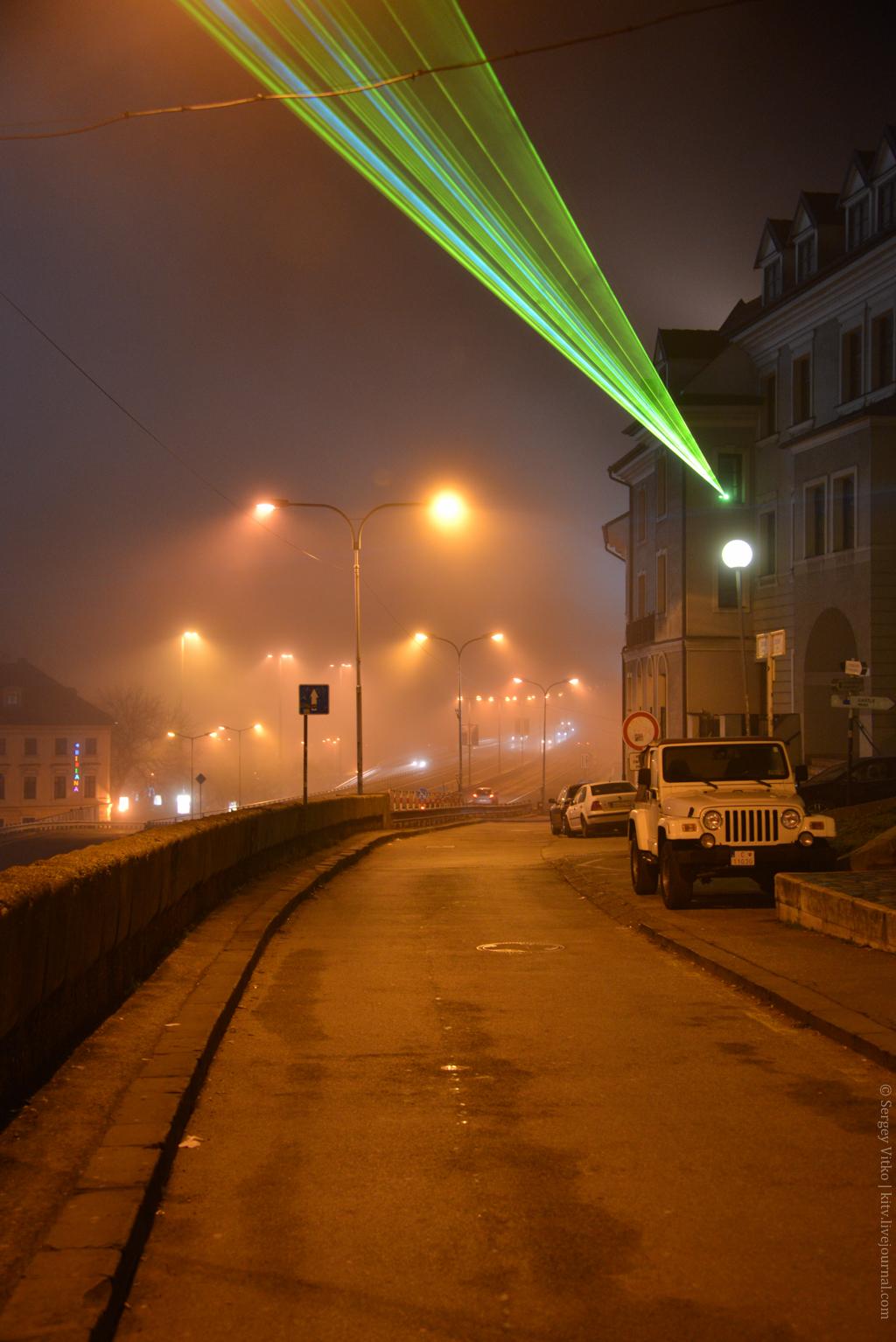 и осветил каким-то нереальным светом собор Святого Мартина в тумане.