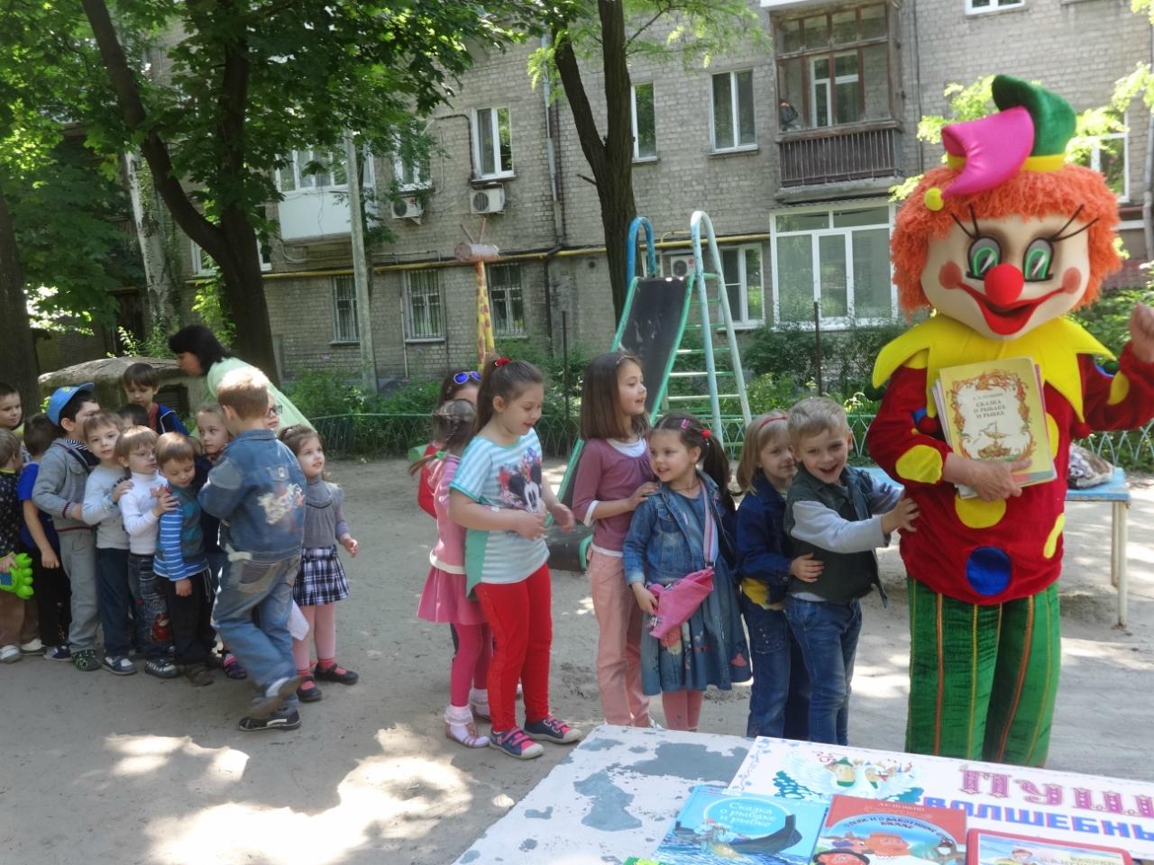 книги не ленись читать,неделя русского языка,библиотеки - сокровища знаний,чтение в парке,донецкая республиканская библиотека для детей