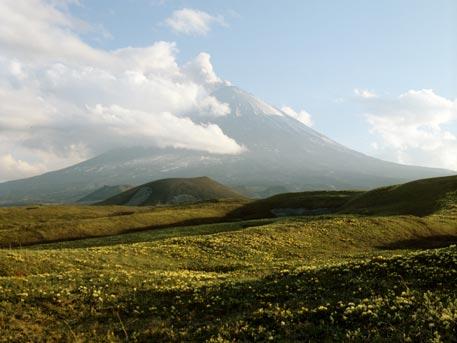 Ключевской вулкан наКамчатке выбросил пепел на11 километров