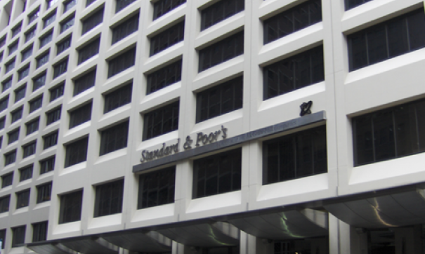 S&P пересмотрело прогнозы порейтингам 17 российских компаний