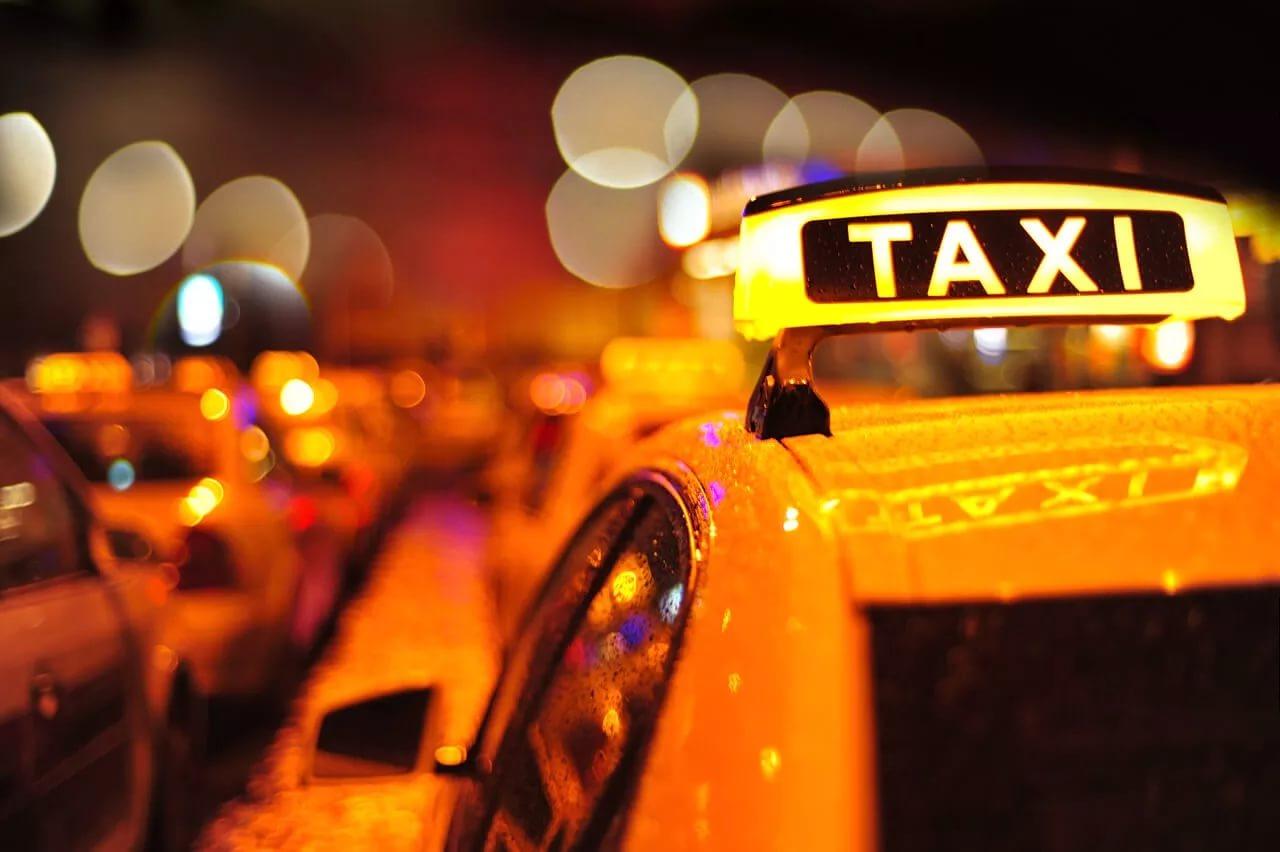 «Яндекс.Такси» ввел фиксированные цены иперсональные скидки