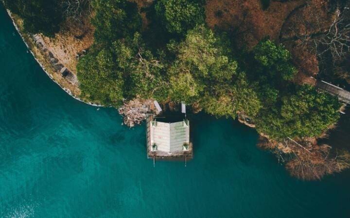 Сарай для лодок на острове в Меларбадене.