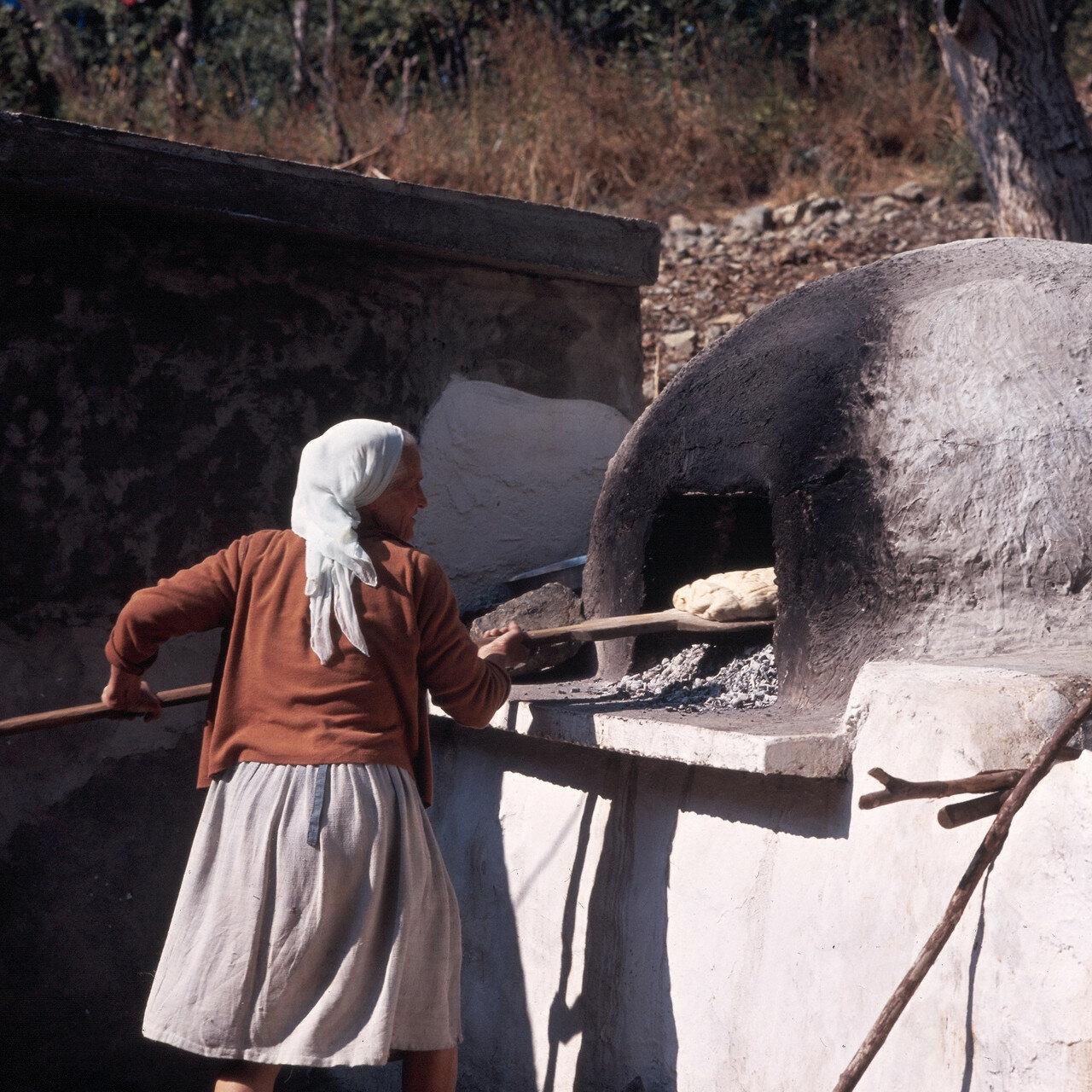 1972. Самофракия. Выпечка хлеба в деревне Профитис Илиас