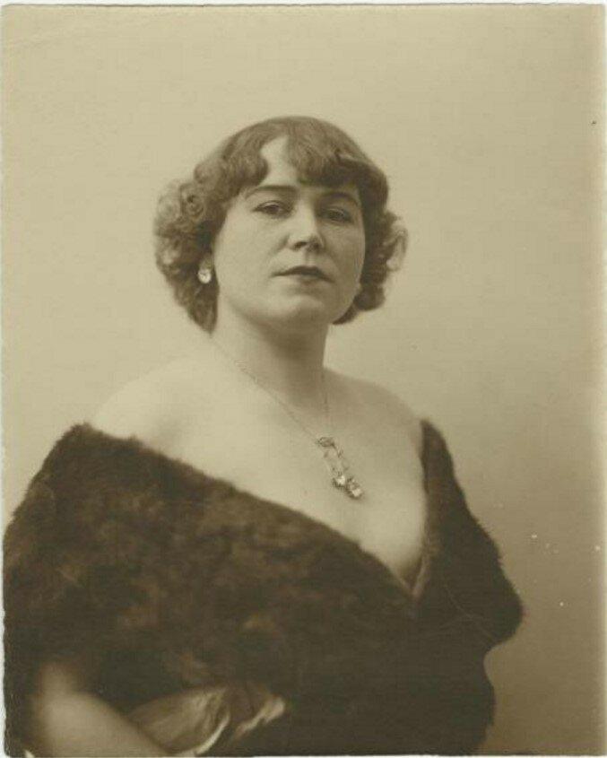 1920-е. Дама в горжетке