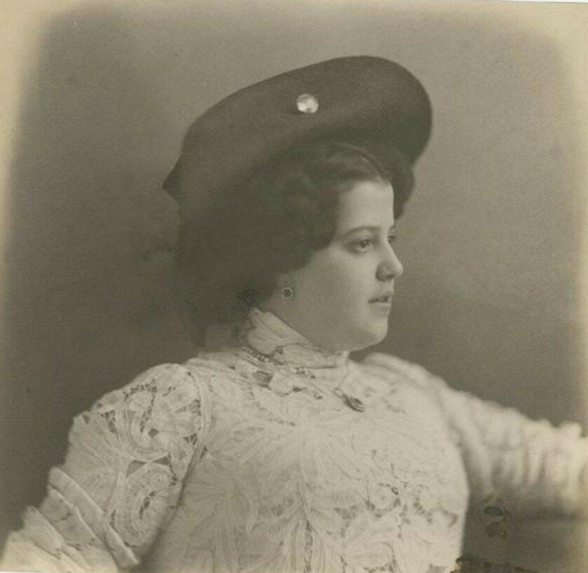1920-е. Девушка в кружевном платье