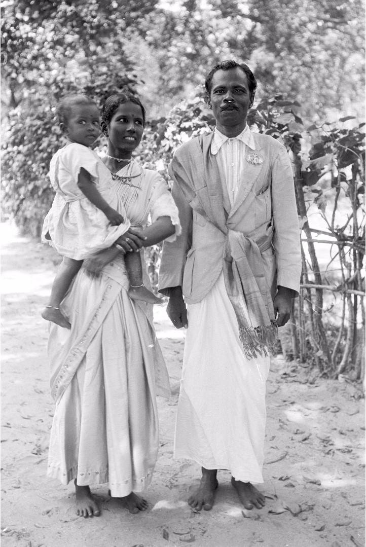 325. Калкуда. Тамильский староста с женой и ребенком