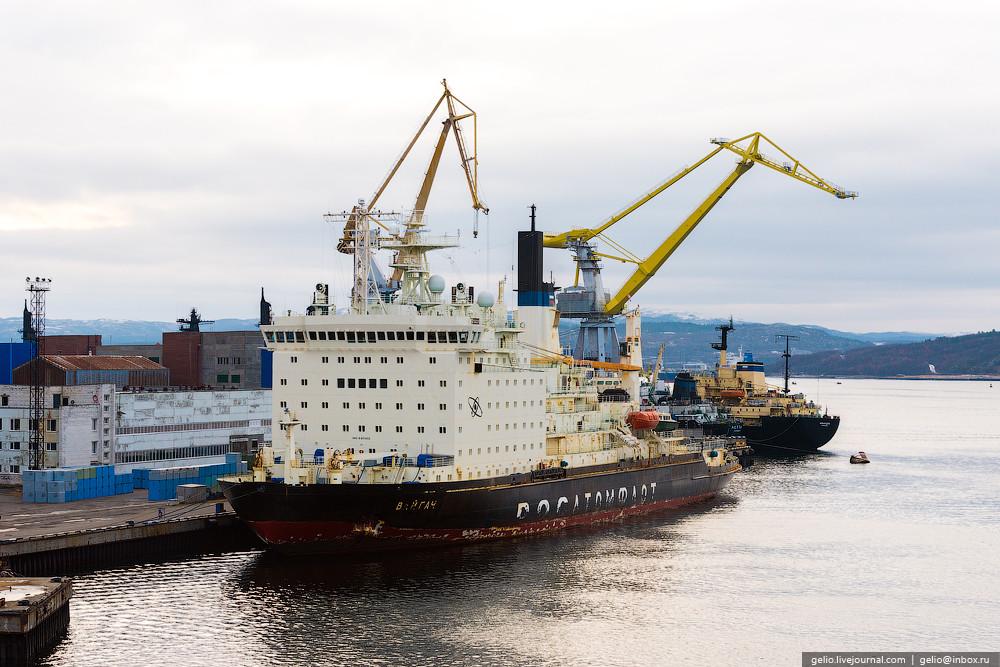 Всего на атомных ледоколах и кораблях, находящихся на базе атомного флота Атомфлот работает более 11