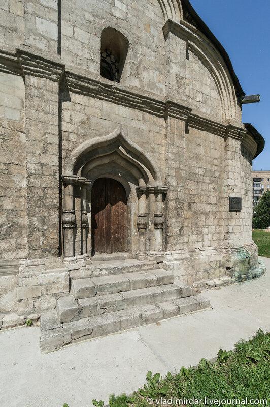 Южный портал Храма святого Трифона в Москве
