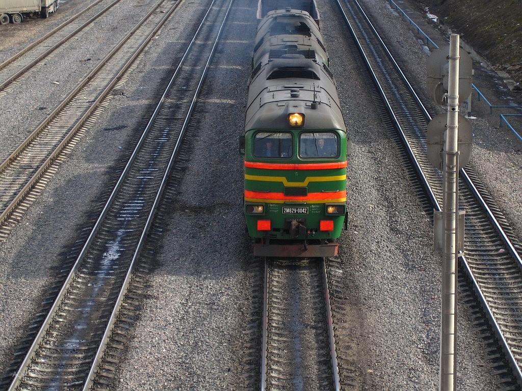 Действующий магистральный тепловоз - 2М62У-0042. С завода имел бордовый цвет, поступил в ТЧ-15 Лихоборы Московской ж.д. в 1987 г.