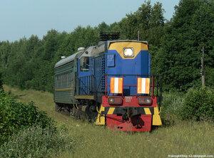 Маневровый тепловоз ТЭМ2У-001 с грузопассажирским поездом Брянск - Еленский